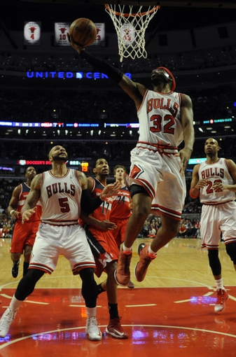 Apr 17, 2013; Chicago, IL, USA;  Chicago Bulls shooting guard Richard Hamilton (32) shoots over Washington Wizards shooting guard Garrett Temple (17) during the first half at the United Center. Mandatory Credit: David Banks-USA TODAY Sports