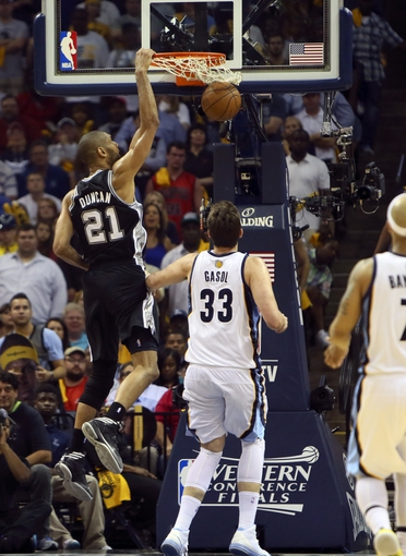 May 25, 2013; Memphis, TN, USA; San Antonio Spurs power forward Tim Duncan (21) dunks the ball in game three of the Western Conference finals of the 2013 NBA Playoffs against the Memphis Grizzlies at FedEx Forum. San Antonio Spurs defeat the Memphis Grizzlies 104-93, and lead the series 3-0.  Mandatory Credit: Spruce Derden-USA TODAY Sports