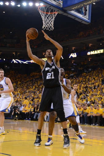 May 10, 2013; Oakland, CA, USA; San Antonio Spurs power forward Tim Duncan (21) shoots the ball during the second quarter in game three of the second round of the 2013 NBA Playoffs against the Golden State Warriors at Oracle Arena. The Spurs defeated the Warriors 102-92. Mandatory Credit: Kyle Terada-USA TODAY Sports