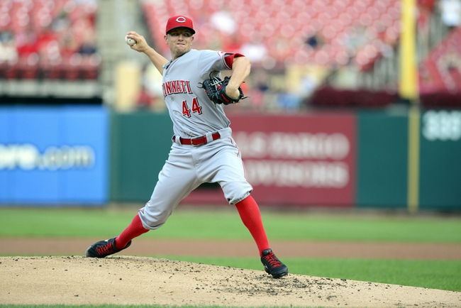 Aug 26, 2013; St. Louis, MO, USA; Cincinnati Reds starting pitcher Mike Leake (44) throws to a St. Louis Cardinals batter during the first inning at Busch Stadium. Mandatory Credit: Jeff Curry-USA TODAY Sports