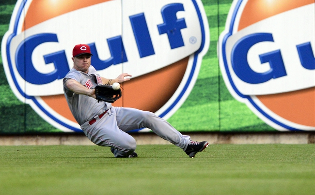 Aug 26, 2013; St. Louis, MO, USA; Cincinnati Reds right fielder Jay Bruce (32) slides and catches a line drive hit by St. Louis Cardinals catcher Yadier Molina (not pictured) during the third inning at Busch Stadium. Mandatory Credit: Jeff Curry-USA TODAY Sports