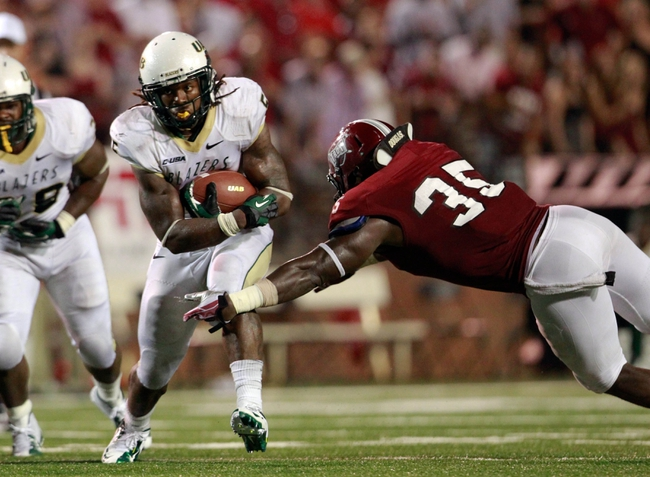 Aug 31, 2013; Troy, AL, USA;  Troy Trojans linebacker Mark Wilson (35) reaches out for UAB Blazers running back Darrin Reaves (5) at Veterans Memorial Stadium. The Trojans defeated the Blazers 34-31 in Overtime. Mandatory Credit: Marvin Gentry-USA TODAY Sports