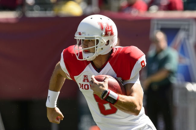 Sep 7, 2013; Philadelphia, PA, USA; Houston Cougars quarterback David Piland (8) carries the ball during the first quarter against the Temple Owls at Lincoln Financial Field. Mandatory Credit: Howard Smith-USA TODAY Sports
