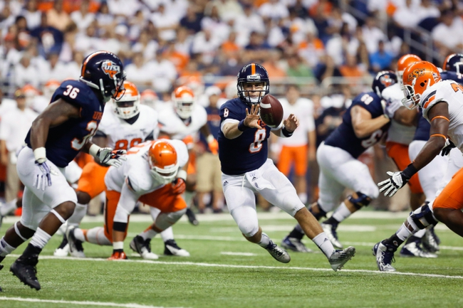 Sep 7, 2013; San Antonio, TX, USA; Texas-San Antonio Roadrunners quarterback Soza, Eric (8) throws a pass to running back Okotcha, Evans (36) against the Oklahoma State Cowboys during the first half  at Alamodome. Mandatory Credit: Soobum Im-USA TODAY Sports