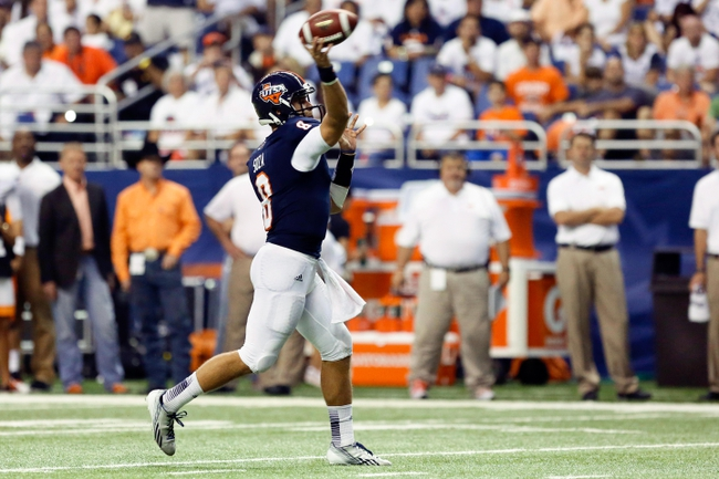 Sep 7, 2013; San Antonio, TX, USA; Texas-San Antonio Roadrunners quarterback Soza, Eric (8) throws a pass against the Oklahoma State Cowboys during the first half  at Alamodome. Mandatory Credit: Soobum Im-USA TODAY Sports