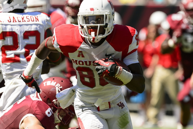 Sep 7, 2013; Philadelphia, PA, USA; Houston Cougars wide receiver Xavier Maxwell (88) carries the ball during the second quarter against the Temple Owls at Lincoln Financial Field. Mandatory Credit: Howard Smith-USA TODAY Sports