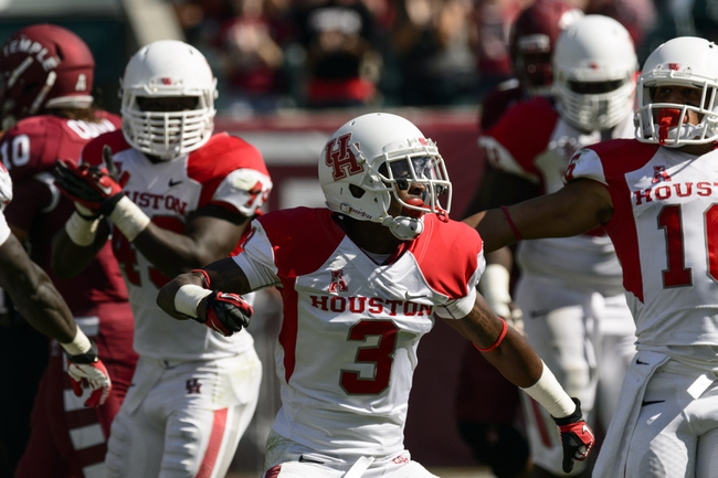 Sep 7, 2013; Philadelphia, PA, USA; Houston Cougars defensive back William Jackson (3) celebrates an incomplete pass by the Temple Owls during the fourth quarter at Lincoln Financial Field. Houston defeated temple 22-13. Mandatory Credit: Howard Smith-USA TODAY Sports