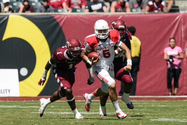 Sep 7, 2013; Philadelphia, PA, USA; Temple Owls defensive lineman Sean Daniels (1) chases Houston Cougars quarterback John O'Korn (5) during the second quarter at Lincoln Financial Field. Houston defeated temple 22-13. Mandatory Credit: Howard Smith-USA TODAY Sports
