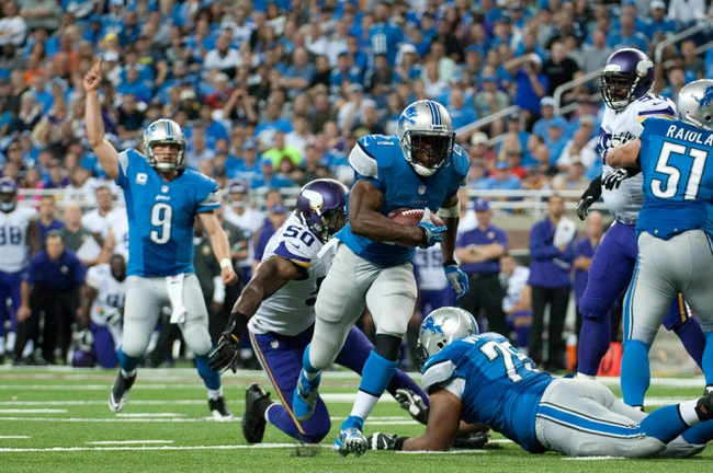 Sep 8, 2013; Detroit, MI, USA; Detroit Lions running back Reggie Bush (21) runs the ball during the third quarter against the Minnesota Vikings at Ford Field. Mandatory Credit: Tim Fuller-USA TODAY Sports
