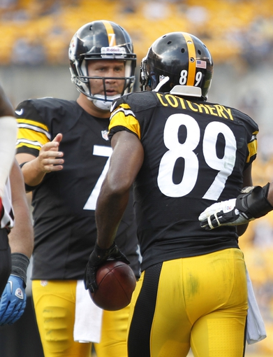Sep 8, 2013; Pittsburgh, PA, USA; Pittsburgh Steelers quarterback Ben Roethlisberger (7) and wide receiver Jerricho Cotchery (89) celebrate after connecting on a four yard touchdown pass against the Tennessee Titans during the fourth quarter at Heinz Field. The Tennessee Titans won 16-9. Mandatory Credit: Charles LeClaire-USA TODAY Sports