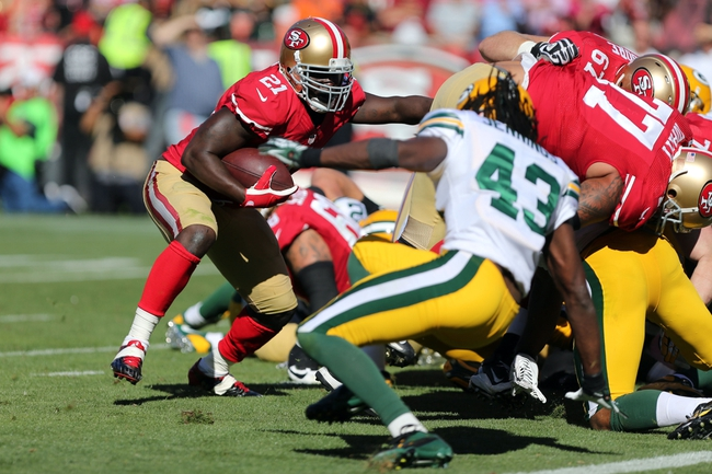Sep 8, 2013; San Francisco, CA, USA; San Francisco 49ers running back Frank Gore (21) carries the ball for a touchdown against the Green Bay Packers during the fourth quarter at Candlestick Park. The San Francisco 49ers defeated the Green Bay Packers 34-28. Mandatory Credit: Kelley L Cox-USA TODAY Sports