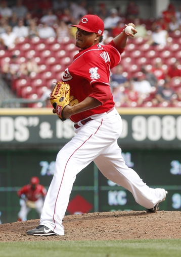 Sep 11, 2013; Cincinnati, OH, USA; Cincinnati Reds relief pitcher Alfredo Simon throws against the Chicago Cubs at Great American Ball Park. Mandatory Credit: David Kohl-USA TODAY Sports