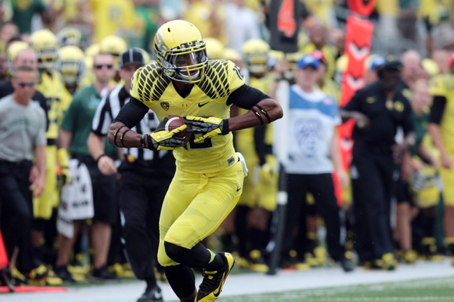Sep 14, 2013; Eugene, OR, USA; Oregon Ducks wide receiver Daryle Hawkins (16) catches a pass against the Tennessee Volunteers at Autzen Stadium. Mandatory Credit: Scott Olmos-USA TODAY Sports