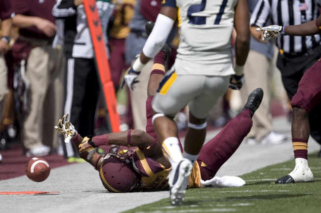 Sep 21, 2013; Mount Pleasant, MI, USA; Central Michigan Chippewas wide receiver Courtney Williams (85) drops a pass against the Toledo Rockets during the third quarter at Kelly/Shorts Stadium. Rockets beat the Chippewas 38-17. Mandatory Credit: Raj Mehta-USA TODAY Sports