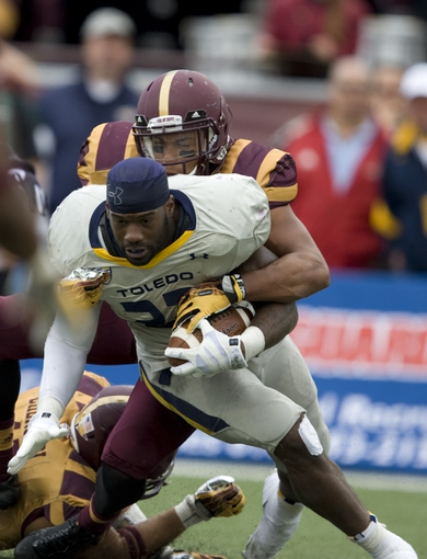 Sep 21, 2013; Mount Pleasant, MI, USA; Toledo Rockets running back David Fluellen (22) runs the ball without a helmet against the Central Michigan Chippewas during the fourth quarter at Kelly/Shorts Stadium. Rockets beat the Chippewas 38-17. Mandatory Credit: Raj Mehta-USA TODAY Sports