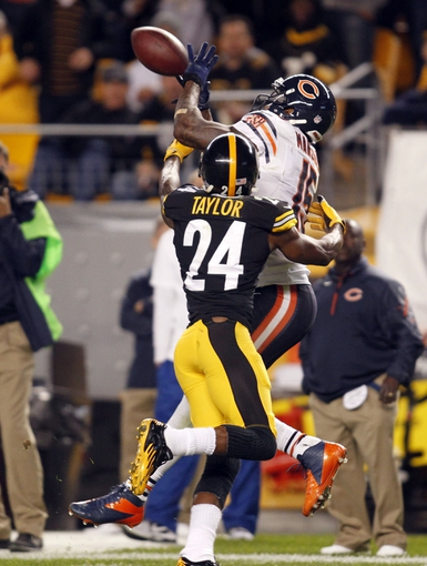 Sep 22, 2013; Pittsburgh, PA, USA; Chicago Bears wide receiver Brandon Marshall (15) catches a forty one yard pass against Pittsburgh Steelers cornerback Ike Taylor (24) during the fourth quarter at Heinz Field. The Bears won 40-23. Mandatory Credit: Charles LeClaire-USA TODAY Sports
