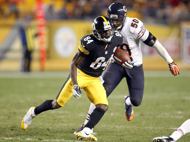 Sep 22, 2013; Pittsburgh, PA, USA; Pittsburgh Steelers wide receiver Antonio Brown (84) runs after a pass reception as Chicago Bears outside linebacker James Anderson (50) defends during the fourth quarter at Heinz Field. The Bears won 40-23. Mandatory Credit: Charles LeClaire-USA TODAY Sports