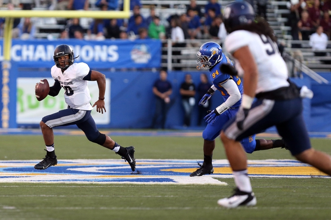 Sep 27, 2013; San Jose, CA, USA; Utah State Aggies quarterback Chuckie Keeton (16) runs with the ball against the San Jose State Spartans during the first quarter at Spartan Stadium. Mandatory Credit: Kelley L Cox-USA TODAY Sports