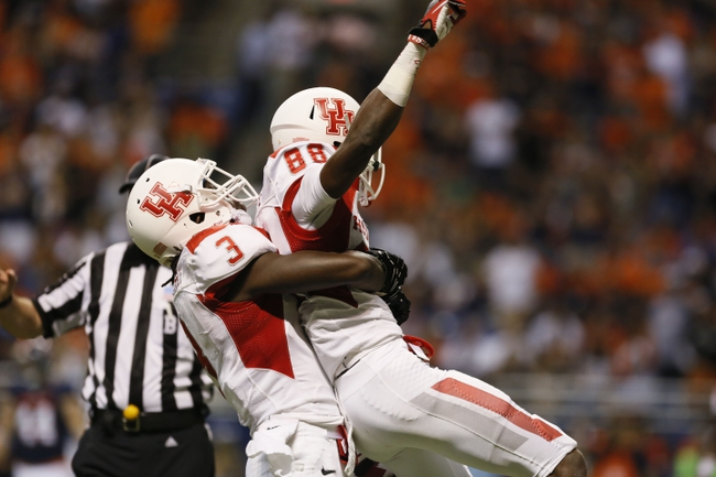 Sep 28, 2013; San Antonio, TX, USA; Houston Cougars wide receiver Xavier Maxwell (88) is congratulated by defensive back William Jackson (3) after scoring a touchdown against the Texas-San Antonio Roadrunners during the first half at Alamodome. Mandatory Credit: Soobum Im-USA TODAY Sports
