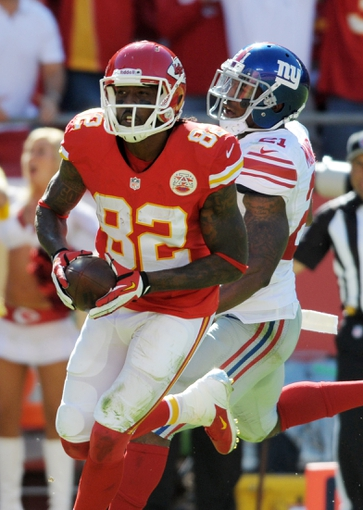 Sep 29, 2013; Kansas City, MO, USA; New York Giants free safety Ryan Mundy (21) misses a tackle as Kansas City Chiefs wide receiver Dwayne Bowe (82) scores a touchdown during the second half at Arrowhead Stadium. The Chiefs won 31-7. Mandatory Credit: Denny Medley-USA TODAY Sports
