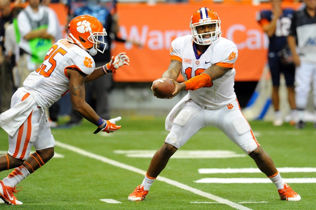 Oct 5, 2013; Syracuse, NY, USA; Clemson Tigers quarterback Tajh Boyd (10) prepares to hand the ball off to running back Roderick McDowell (25) during the third quarter at the Carrier Dome.  Clemson defeated Syracuse 49-14.  Mandatory Credit: Rich Barnes-USA TODAY Sports