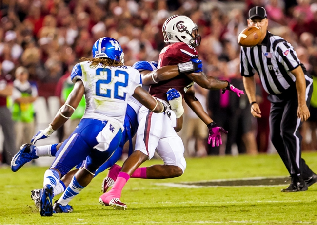 Oct 5, 2013; Columbia, SC, USA; South Carolina Gamecocks tight end Rory Anderson (81) pitches the ball to running back Mike Davis (not pictured) after a reception against the Kentucky Wildcats in the second quarter at Williams-Brice Stadium. Mandatory Credit: Jeff Blake-USA TODAY Sports