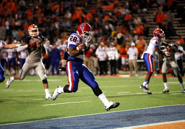 Oct 5, 2013; El Paso, TX, USA; Louisiana Tech Bulldogs running back Kenneth Dixon (28) runs in for a touchdown against the UTEP Miners at Sun Bowl Stadium. Mandatory Credit: Ivan Pierre Aguirre-USA TODAY Sports
