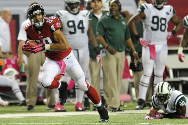Oct 7, 2013; Atlanta, GA, USA; Atlanta Falcons tight end Tony Gonzalez (88) runs with the ball after a catch against the New York Jets during the second half at the Georgia Dome. The Jets defeated the Falcons 30-28. Mandatory Credit: Dale Zanine-USA TODAY Sports