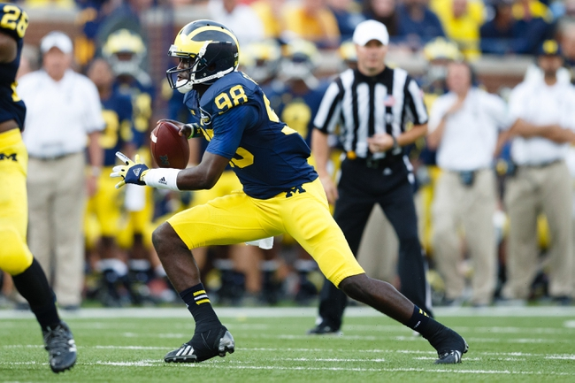 Oct 5, 2013; Ann Arbor, MI, USA; Michigan Wolverines quarterback Devin Gardner (98) runs the ball against the Minnesota Golden Gophers at Michigan Stadium. Mandatory Credit: Rick Osentoski-USA TODAY Sports