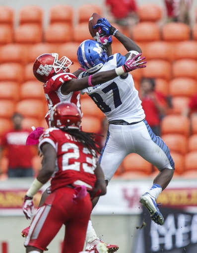 Oct 12, 2013; Houston, TX, USA; Memphis Tigers wide receiver Tevin Jones (87) attempts to make a catch during the fourth quarter as Houston Cougars defensive back Thomas Bates (13) defends at BBVA Compass Stadium. The Cougars defeated the Tigers 25-15. Mandatory Credit: Troy Taormina-USA TODAY Sports