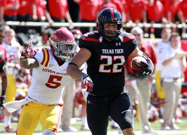 Oct 12, 2013; Lubbock, TX, USA; Texas Tech Red Raiders wide receiver Jace Amaro (22) rushes after catching a pass against the Iowa State Cyclones in the second half at Jones AT&T Stadium. Mandatory Credit: Michael C. Johnson-USA TODAY Sports