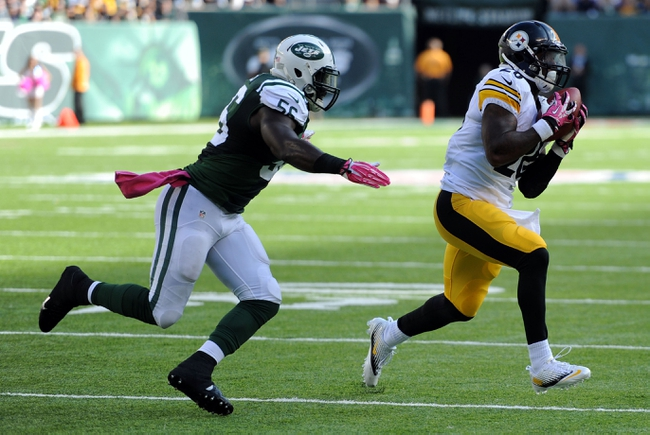 Oct 13, 2013; East Rutherford, NJ, USA; Pittsburgh Steelers running back Le'Veon Bell (26) makes a catch against the New York Jets during the second half at MetLife Stadium. The Steelers won the game 19-6. Mandatory Credit: Joe Camporeale-USA TODAY Sports