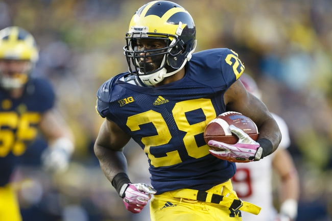 Oct 19, 2013; Ann Arbor, MI, USA; Michigan Wolverines running back Fitzgerald Toussaint (28) running the ball in for a touchdown in the third quarter against the Indiana Hoosiers at Michigan Stadium. Mandatory Credit: Rick Osentoski-USA TODAY Sports