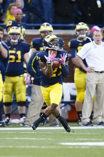 Oct 19, 2013; Ann Arbor, MI, USA; Michigan Wolverines wide receiver Jeremy Gallon (21) catches the ball in the third quarter against the Indiana Hoosiers at Michigan Stadium. Mandatory Credit: Rick Osentoski-USA TODAY Sports