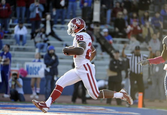 Oct 19, 2013; Lawrence, KS, USA; Oklahoma Sooners running back Damien Williams (26) runs for a touchdown against the Kansas Jayhawks in the second half at Memorial Stadium. Oklahoma won the game 34-19. Mandatory Credit: John Rieger-USA TODAY Sports