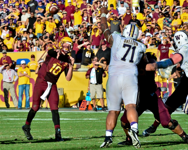 Oct 19, 2013; Tempe, AZ, USA; Arizona State Sun Devils quarterback Taylor Kelly (10) throws as Washington Huskies defensive tackle Danny Shelton (71) defends during the first half at Sun Devil Stadium. Mandatory Credit: Matt Kartozian-USA TODAY Sports