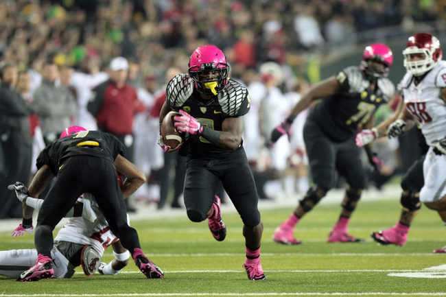 Oct 19, 2013; Eugene, OR, USA; Oregon Ducks running back Byron Marshall (9) runs the ball in the second quarter against the Washington State Cougars at Autzen Stadium. Mandatory Credit: Scott Olmos-USA TODAY Sports