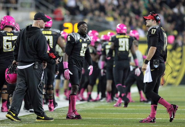 Oct 19, 2013; Eugene, OR, USA; Oregon Ducks running back De'Anthony Thomas (6) looks on to other ducks players in the second quarter against the Washington State Cougars at Autzen Stadium. Mandatory Credit: Scott Olmos-USA TODAY Sports
