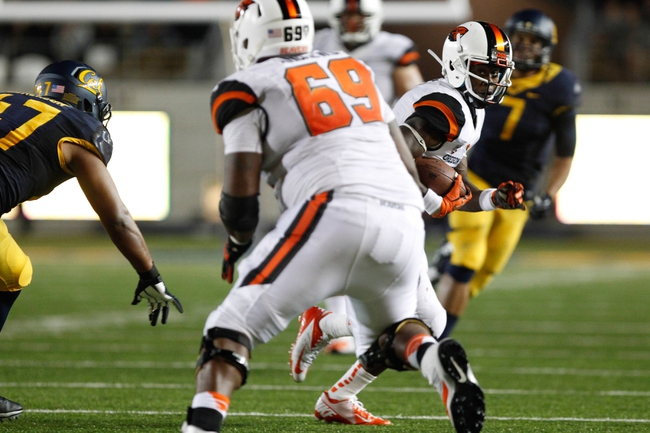 Oct 19, 2013; Berkeley, CA, USA; Oregon State Beavers wide receiver Brandin Cooks (7) runs with the ball against the California Golden Bears to score a touchdown during the second quarter at Memorial Stadium. Mandatory Credit: Kelley L Cox-USA TODAY Sports