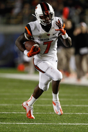 Oct 19, 2013; Berkeley, CA, USA; Oregon State Beavers wide receiver Brandin Cooks (7) runs with the ball to score a touchdown against the California Golden Bears during the second quarter at Memorial Stadium. Mandatory Credit: Kelley L Cox-USA TODAY Sports