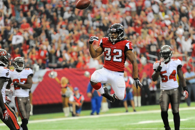 Oct 20, 2013; Atlanta, GA, USA; Atlanta Falcons running back Jacquizz Rodgers (32) reacts after scoring a touchdown against the Tampa Bay Buccaneers during the second half at the Georgia Dome. The Falcons defeated the Buccaneers 31-23.  Mandatory Credit: Dale Zanine-USA TODAY Sports