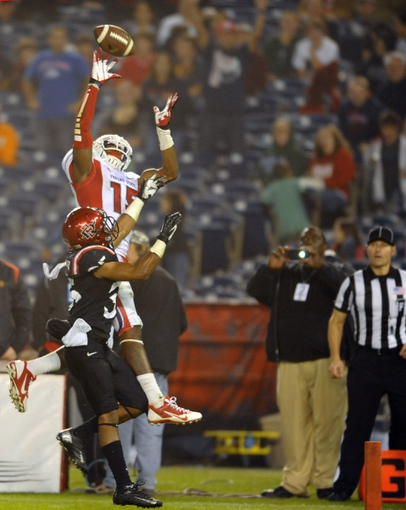 Oct 26, 2013; San Diego, CA, USA; Fresno State Bulldogs wide receiver Davante Adams (15) catches a touchdown pass during the second half against the San Diego State Aztecs at Qualcomm Stadium. Mandatory Credit: Christopher Hanewinckel-USA TODAY Sports