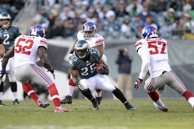 Oct 27, 2013; Philadelphia, PA, USA; Philadelphia Eagles running back LeSean McCoy (25) runs the ball against the New York Giants during the second half at Lincoln Financial Field. The Giants won the game 15-7. Mandatory Credit: Joe Camporeale-USA TODAY Sports