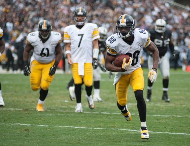Oct 27, 2013; Oakland, CA, USA; Pittsburgh Steelers wide receiver Emmanuel Sanders (88) scores a touchdown on a pass from quarterback Ben Roethlisberger (7) during the fourth quarter of the game against the Oakland Raiders at O.co Coliseum. The Oakland Raiders defeated the Pittsburgh Steelers 21-18. Mandatory Credit: Ed Szczepanski-USA TODAY Sports