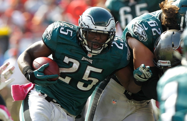 Oct 13, 2013; Tampa, FL, USA; Philadelphia Eagles running back LeSean McCoy (25) runs with the ball against the Tampa Bay Buccaneers during the second half at Raymond James Stadium. Philadelphia Eagles defeated the Tampa Bay Buccaneers 31-20. Mandatory Credit: Kim Klement-USA TODAY Sports