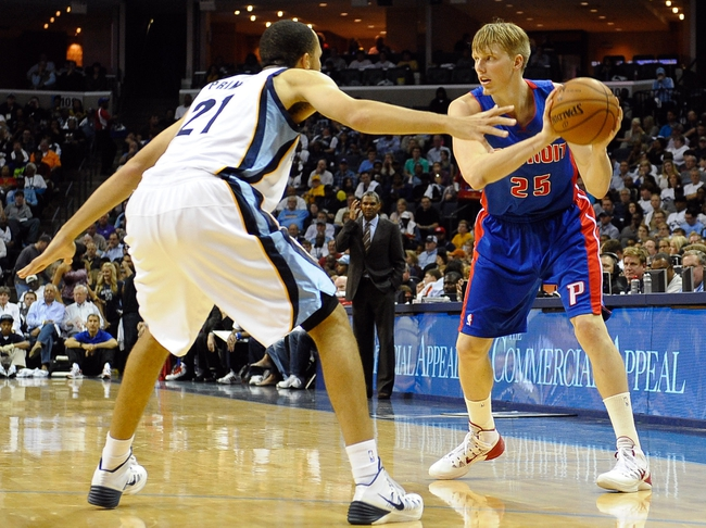 Nov 1, 2013; Memphis, TN, USA; Detroit Pistons small forward Kyle Singler (25) looks for a open player against Memphis Grizzlies during the second half at FedExForum. Memphis Grizzlies beat the Detroit Pistons 111 to 108. Mandatory Credit: Justin Ford-USA TODAY Sports