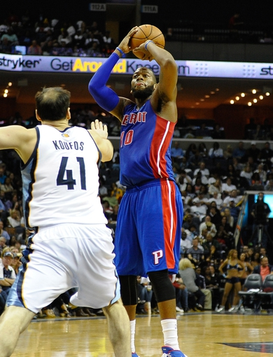 Nov 1, 2013; Memphis, TN, USA; Detroit Pistons center Greg Monroe (10) shoots the ball against Memphis Grizzlies center Kosta Koufos (41) during the second half at FedExForum. Memphis Grizzlies beat the Detroit Pistons 111 to 108. Mandatory Credit: Justin Ford-USA TODAY Sports