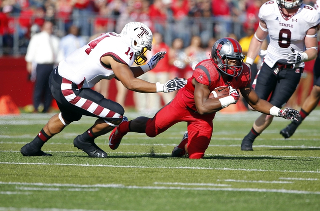 Nov 2, 2013; Piscataway, NJ, USA;  Rutgers Scarlet Knights wide receiver Leonte Carroo (4) dives for first down yardage against Temple Owls linebacker Jarred Alwan (14) during the first half at High Points Solutions Stadium. Mandatory Credit: Jim O'Connor-USA TODAY Sports