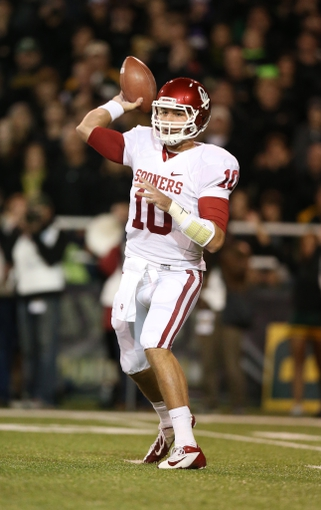 Nov 7, 2013; Waco, TX, USA; Oklahoma Sooners quarterback Blake Bell (10) throws in the pocket against the Baylor Bears at Floyd Casey Stadium. Mandatory Credit: Matthew Emmons-USA TODAY Sports