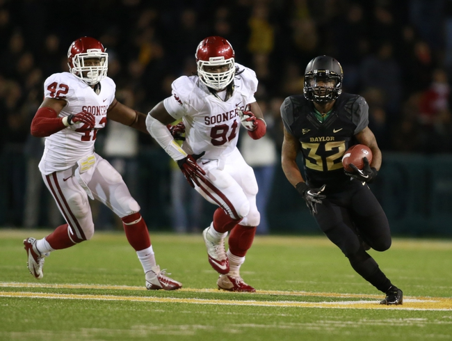 Nov 7, 2013; Waco, TX, USA; Baylor Bears running back Shock Linwood (32) runs with the ball against the Oklahoma Sooners defense at Floyd Casey Stadium. Baylor beat Oklahoma 41-12.  Mandatory Credit: Tim Heitman-USA TODAY Sports